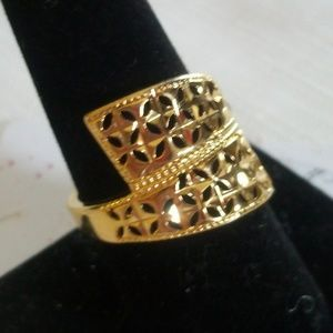 Jewelry - Wide Wrapped Window Pane Filigree Gold Ring
